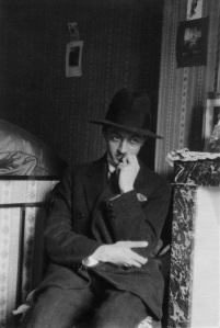 1928 Paris, ağabeyi İsa'nın evinde