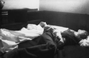 Ölüsünü yatağına bırakmışlar